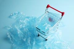 Zabrania u?ywa plastikowi worki w handlu detalicznym troskliwy ?rodowiska zdjęcie royalty free