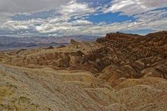 Zabriskie点的死亡谷小山顶 免版税库存图片