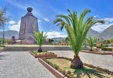 Zabytek środek drzewka palmowe i świat Obrazy Stock