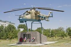 Zabytek żołnierze - lotnicy próbujący odpędzać Czeczeńskiego Basayev gangu w Czerwu 1995 Obraz Royalty Free