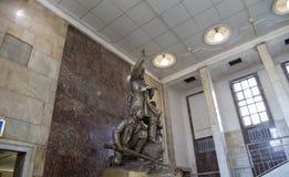 Zabytek bohaterów guerrillas w Moskwa staci metru Partizanskaya, Rosja Obrazy Royalty Free