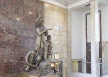Zabytek bohaterów guerrillas w Moskwa staci metru Partizanskaya, Rosja Fotografia Royalty Free