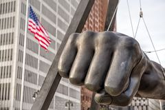 Zabytek Joe Louis, znać także jako pięść, jest pomnikiem bokser przy Detroit jelenia placem Detroit, Michigan, usa fotografia royalty free