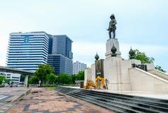 Zabytek królewiątko RAMA VI przed Lumpini parkiem Zdjęcie Royalty Free