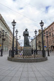 Zabytek N V Gogol w St Petersburg na Malaya Konyushennaya ulicie Fotografia Royalty Free