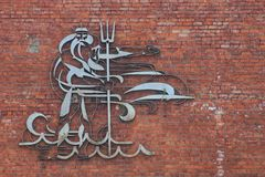 Zabytek Neptune na ściana z cegieł Zdjęcia Royalty Free