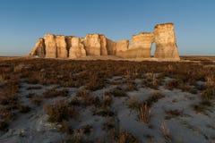 Zabytek skała przy półmrokiem Zdjęcie Royalty Free