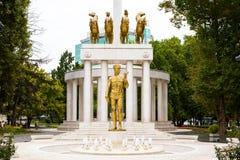 Zabytek spadać bohaterzy w Skopje, Macedonia Zdjęcia Stock