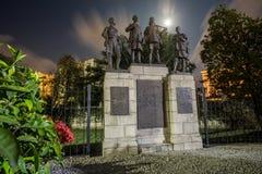Zabytek upamiętnia ofiary pierwsza wojna światowa i druga wojna światowa obraz royalty free