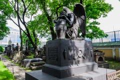 Zabytek w starym cmentarzu w St Petersburg Zdjęcie Stock