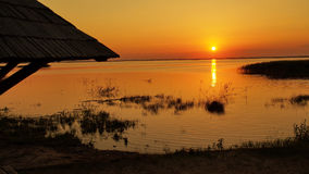 zachód słońca nad jezioro fotografia royalty free