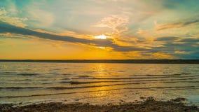 zachód słońca nad rzeką zbiory wideo