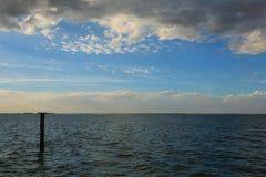 zachód słońca nad wodą Obrazy Stock
