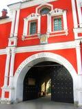 Zachatievsky妇女的修道院在莫斯科 入口 免版税库存照片