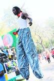 Zachodni Indiański dzień parady artysta estradowy Na Stilts Obraz Stock