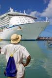Zachodni Indies, Karaiby, Antigua, St Johns, Redcliffe Quay, statek wycieczkowy w porcie Fotografia Royalty Free