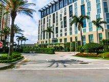 ZACHODNI palm beach, Floryda -7 2018 Maj: Piękny duży budynek Hotelowy Hilton obraz stock