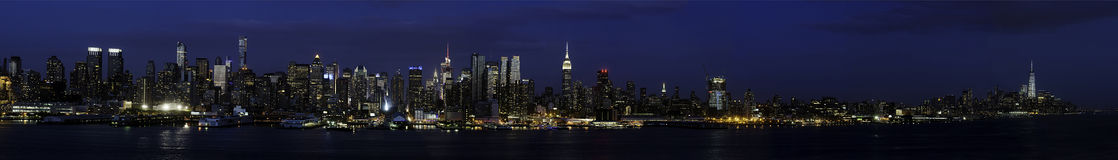 Zachodnia strona Manhattan od NJ przy wieczór czasem fotografia stock