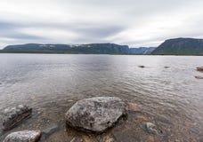 Zachodniego strumyka Gros Morne Stawowy park narodowy, wodołaz zdjęcia stock