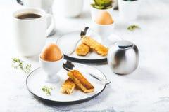 Zacht gekookt ei voor ontbijt stock afbeeldingen