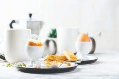 Zacht gekookt ei voor ontbijt royalty-vrije stock afbeelding
