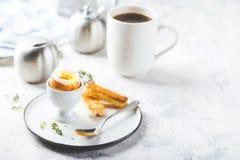 Zacht gekookt ei voor ontbijt stock afbeelding