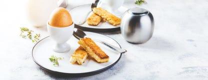 Zacht gekookt ei voor ontbijt stock foto