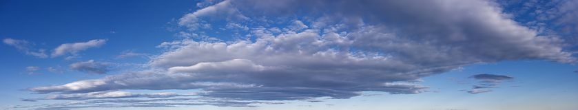 Zacht grijs wolkenpanorama royalty-vrije stock fotografie