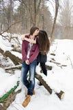 Zacht hartelijk kus houdend van paar stock foto