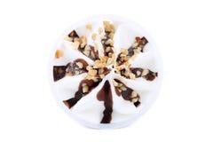 Zacht roomijs met chocolade en noten. Royalty-vrije Stock Afbeelding