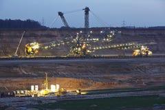 Zacht steenkool open - gegoten mijnbouw Hambach (Duitsland) - Roterend graafwerktuig stock afbeeldingen