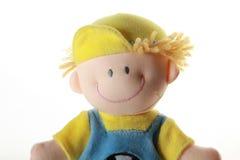 Zacht stuk speelgoed - glimlachende jongen in kleurendoek, op wit Stock Foto