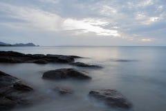 Zacht zeewater in de ochtend Royalty-vrije Stock Afbeeldingen
