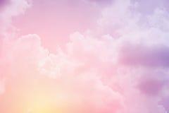 Zachte bewolkte hemel met de kleur van de pastelkleurgradiënt Stock Foto