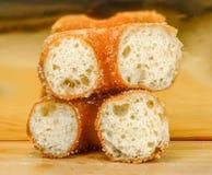 Zachte die gebakjes met suiker in een kom worden bestrooid Royalty-vrije Stock Fotografie