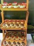 Zachte diverse yummy cakes van het cakedessert van kleurrijke geassorteerd stock foto's
