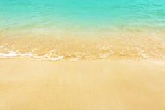 Zachte Golf op het Strand Zomer op lege tropische strandwi Royalty-vrije Stock Fotografie