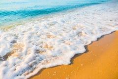Zachte golf van het overzees op het zandige strand Royalty-vrije Stock Afbeeldingen
