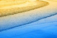 Zachte golven in de ochtend stock foto