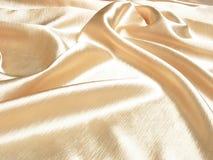 Zachte gouden satijnachtergrond stock afbeelding