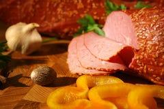 Zachte ham met geel peper en knoflook stock afbeeldingen