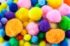 Zachte kleurrijke pompoms Royalty-vrije Stock Afbeeldingen
