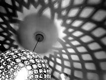 Zachte schaduwpatronen van een moderne lampmontage Royalty-vrije Stock Fotografie
