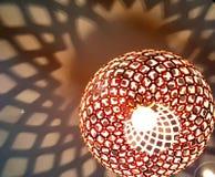 Zachte schaduwpatronen van een moderne lampmontage Royalty-vrije Stock Afbeeldingen