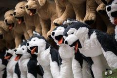 Zachte stuk speelgoed honden in het opslagclose-up royalty-vrije stock afbeelding