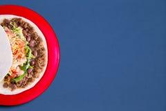 Zachte taco met het smakelijke vullen Royalty-vrije Stock Afbeelding