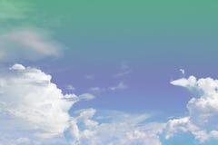 Zachte wolk en hemel met de kleur van de pastelkleurgradiënt Royalty-vrije Stock Foto's