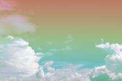 Zachte wolk en hemel met de kleur van de pastelkleurgradiënt Stock Foto's