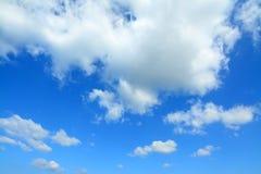 Zachte wolken in de hemel stock fotografie