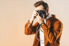 zaciemniający widok bierze obrazek na fotografii kamerze modny mężczyzna zdjęcia stock